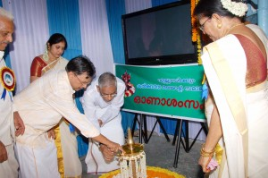 Onam 2011- Governor -lighting the lamp.